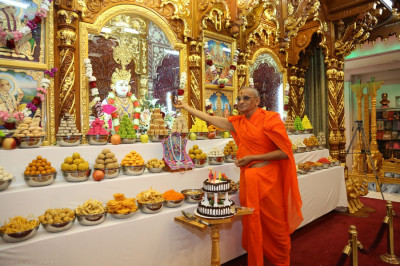 Acharya Swamishree offers cake to the Lord