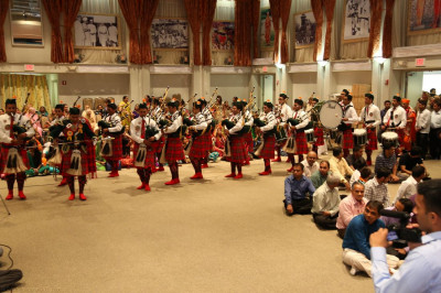 Swamibapa Pipe Band leads Acharya Swamishree, honored guests, and disciples into Swamibapa Hall