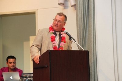 Mayor Gonnelli gives a speech in honor of the temple�s 13th anniversary