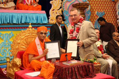 Mayor Gonnelli presents letters to Acharya Swamishree from Secaucus and Hudson County officials