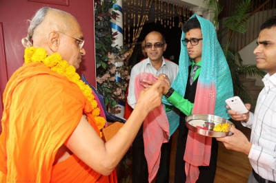Disciples welcome Acharya Swamishree to their home