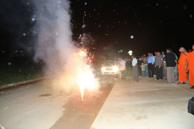 Disciples light fireworks upon Acharya Swamishree�s arrival to Columbia, Tennessee