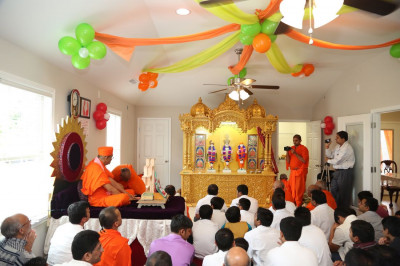 Many disciples from the region had gathered at the Hari Mandir in a disciple�s home to celebrate the divine idol installation ceremony and Acharya Swamishree�s visit