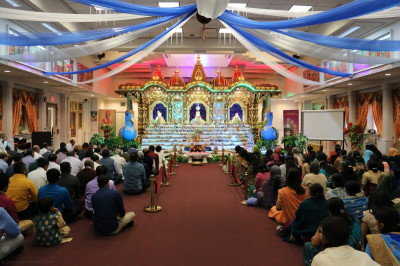 Hundreds of disciples attended the annakut sabha