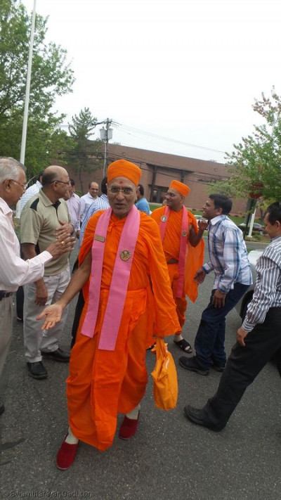 Disciples embrace sants upon their arrival to Shree Swaminarayan Temple � Secaucus, New Jersey