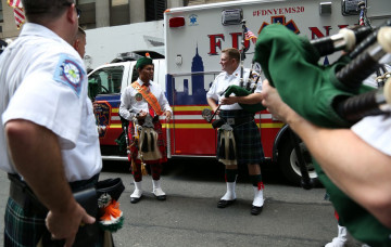 Shree Muktajeevan Swamibapa Pipe Band performs at the India Day Parade - NYC
