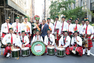 Shree Muktajeevan Swamibapa Pipe Band USA poses for a picture after the parade