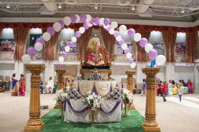 Divine darshan of Supreme Lord Shree Swaminarayan at the Sharad Purnima celebrations