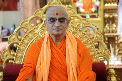 Divine darshan of Acharya Swamishree in meditation