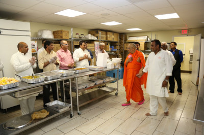 Acharya Swamishree blesses the kitchen volunteers