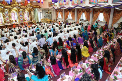 Many disciples perform the Maha-Yagna