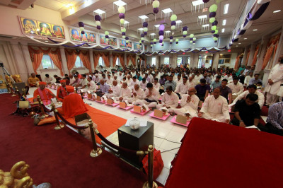 Santos perform the Maha-Yagna in front of disciples