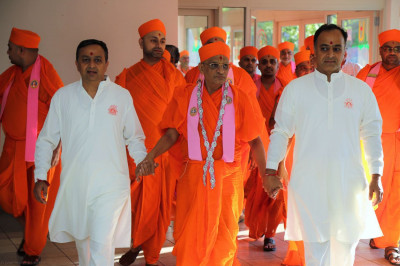Acharya Swamishree is escorted to the temple's large parking lot, the site of the Smruti Mandir Dance