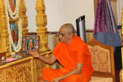 Acharya Swamishree performs the second patotsav ceremony at the temple