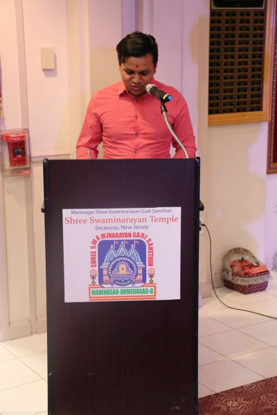 A disciple delivers a speech about Acharya Swamishree