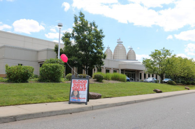 hree Swaminarayan Mandir New Jersey holds a blood drive as part of the Maninagar Shree Swaminarayan Gadi Sansthan North America Community Service Initiative with the help of New York Blood Center