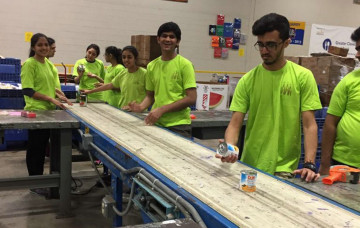 Ohio Mandal volunteers at the Greater Food Bank of Cleveland