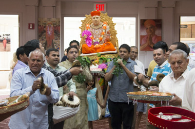 The utsav celebrations and disciples carrying Gurudev Jeevanpran Shree Muktajeevan Swamibapa arrive inside the prayer hall