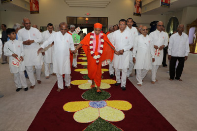Acharya Swamishree enters Shree Swaminarayan Temple - Streamwood, Illinois