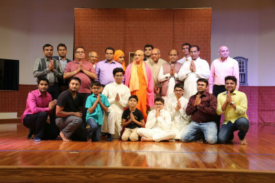Acharya Swamishree blesses participants of the evening