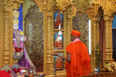 Acharya Swamishree perfoms the 6th patotsav ceremony of Shree Swaminarayan Temple - Streamwood, Illinois