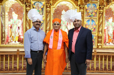 Acharya Swamishree blesses sponsor disciples for their noble contributions to Sadbhav Amrut Parva North America