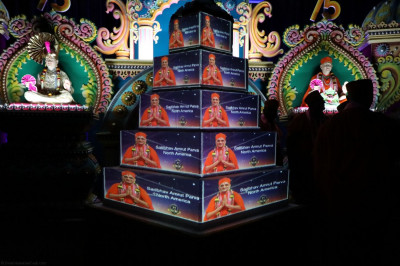 Disciples prepare a multi-tiered cake, 7.5 feet tall, decorated with projections of Acharya Swamishree in celebration of Acharya Swamishree�s Sadbhav Amrut Parva