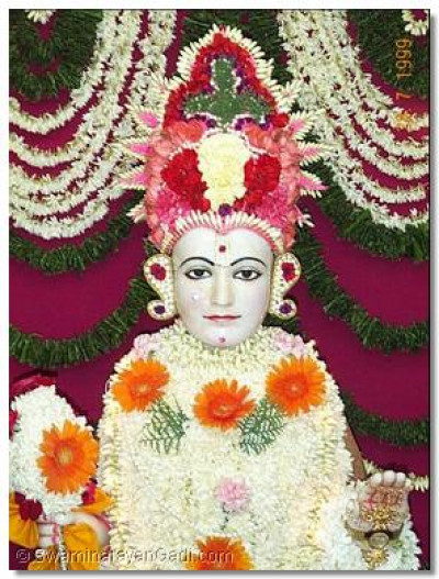 The Supreme Lord Swaminarayan adorned in exquisitely design and created sanghaar made of flower petals.