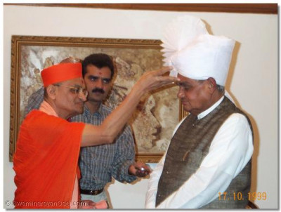 Acharya Swamishree blesses the re-elected Prime Minister of India