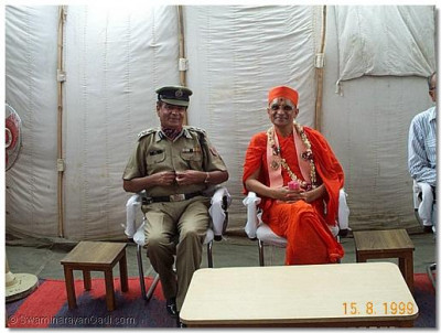His Holiness Acharya Swamishree with the Chief Commander of the Military Barracks