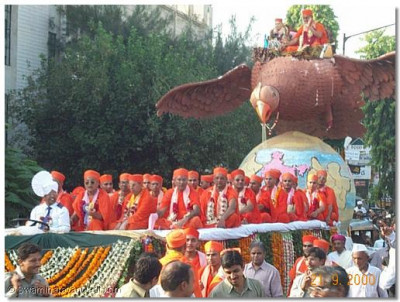 Acharya Swamishree and sants seated on a float