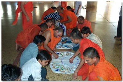 Sants and haribhakto preparing the rangoli. A rangoli was created for each sant.