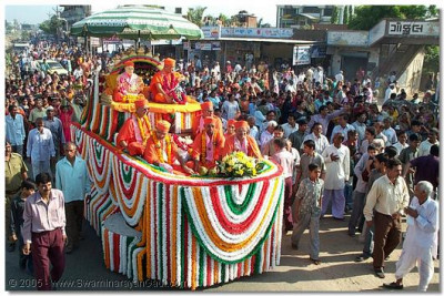 HDH Acharya Swamishree seated on the garlanded float during the procession