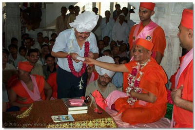 A third doctor has the divine darshan and receives prasaad from HDH Acharya Swamishree