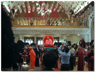 Inside the temple the band gives a guard of honour and HDH Acharya Swamishree release 60 balloons