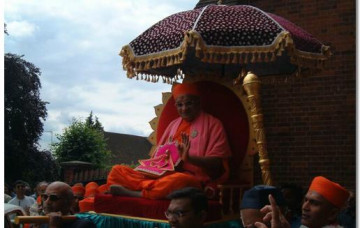 HDH Acharya Swamishree Arrives in the UK