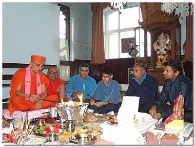HDH Acharya Swamishree performing the yagna ceremony of the installation of the murtis