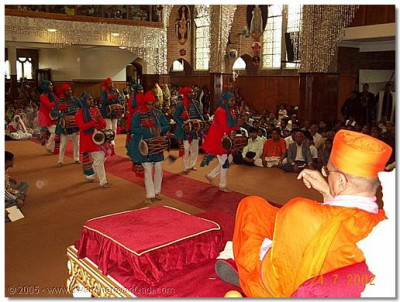 "Devotee perform a dance to the kirtan Pranam che Swami"" for the occasion"""