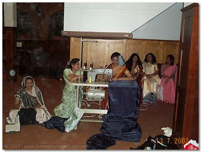 Ladies preparing material for the hindolo