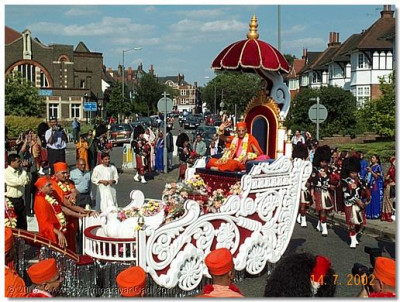 HDH Acharya Swamishree gives His divine blessings from the float