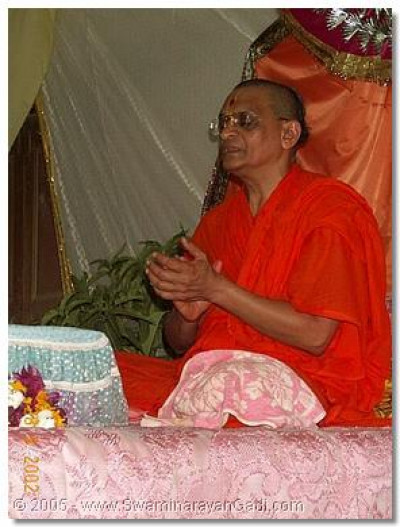 HDH Acharya Swamishree performing dhoon