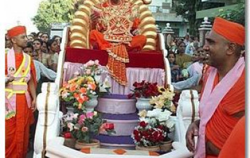 His Divine Holiness Acharya Swamishree's Welcoming to Maninagar