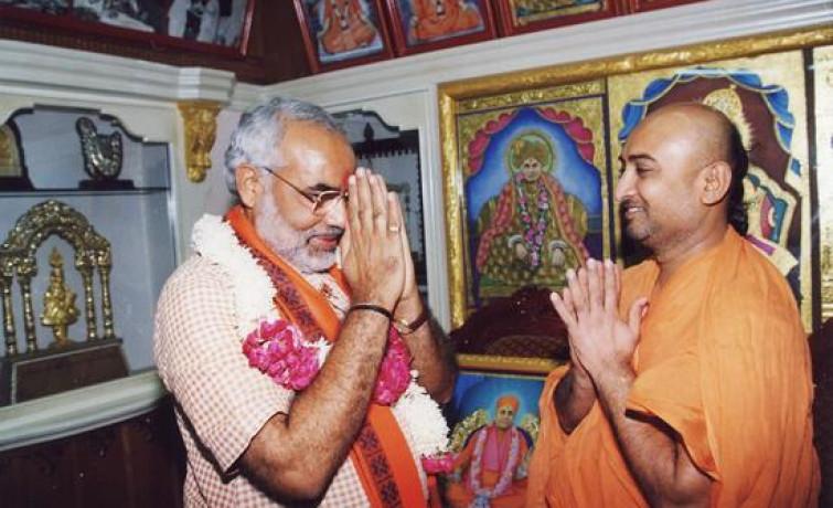 Narendra Modi Visits Maninagar Temple