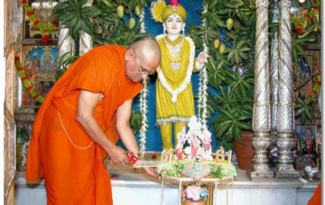 HDH Acharya Swamishree's Arrival Back in Maninagar (Updated)