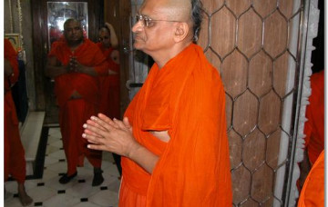 HDH Acharya Swamishree's Arrives Back to Maninagar after Operation