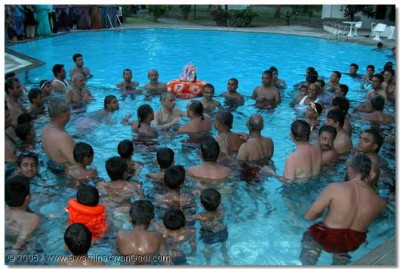 HDH Acharya Swamishree gives His divine darshan from the swimming pool