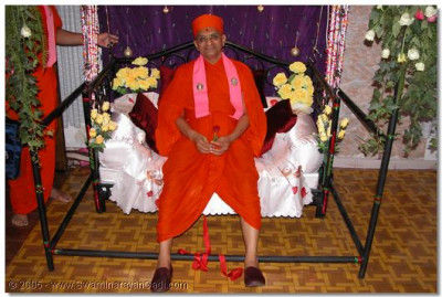 HDH Acharya Swamishree giving His divine darshan seated on a swing