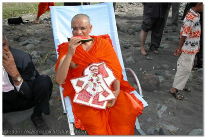 Acharya Swamishree having some prashad
