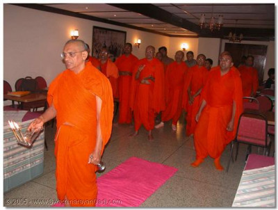His Divine Holiness Acharya Swamishree and Sants during evening niyams