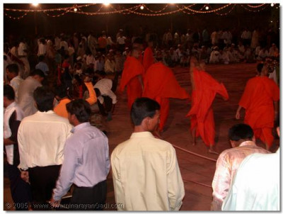 Sants and devotees playing raas